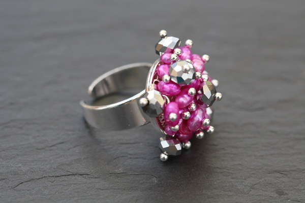 Here's a variation on my pink fuchsia cluster ring using silver plated glass 6mm rondelles.......