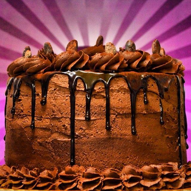 Oompa Loompa: Οι χαριτωμένοι συνεργάτες του Willy Wonka ερωτεύτηκαν το κακάο και τον ακολούθησαν απο τη χώρα τους στο εργοστάσιο. Το cake τους ειναι γεμάτο πραγματικό κακάο, κόκκους καφέ και κρέμα μπισκότου.