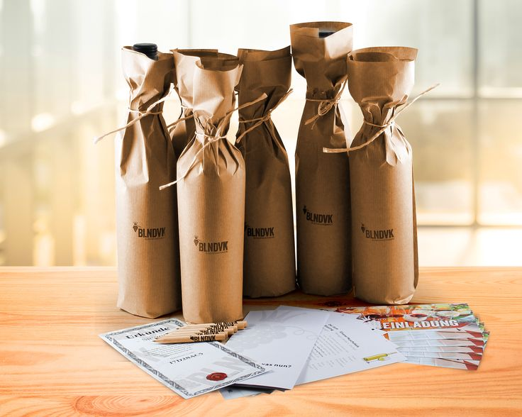 Das Rundumsorglos-Paket wenn es um die Blindverkostung für zuhause geht. Auf www.blindverkostung.de gibt es verschiedene Möglichkeiten für euren perfekten Weinabend. Das ist dabei: verpackte Flaschen, eine Anleitung für das Spiel, Einladungskarten, die Weinbeschreibungen, eine Urkunde und sechs unbeschreiblich schöne Bleistifte. Prost! #blindverkostung #love #bleistiftdabei #weinpaket #onlineshop #wein #blndvk #instawine #drinklikeapro #winelover #picoftheday #wassolljetztnochschiefgehen…