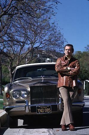 DAVID JANSSEN AT HOME IN BEVERLY HILLS WITH HIS 1973 ROLLS ROYCE / 1973