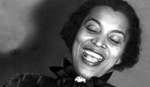 """""""우리 대부분은 잘못된 사랑을 극복하지 못하고 타인이 바라는 삶에 자신을 맞춘다."""" -흑인 여성 문학의 선구자 조라 닐 허스턴, [그들의 눈은 신을 보고 있었다] 연재(3)"""
