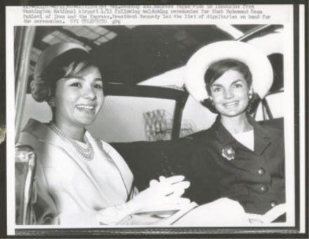 1962 press photo: Empress Farah with Jackie Kennedy