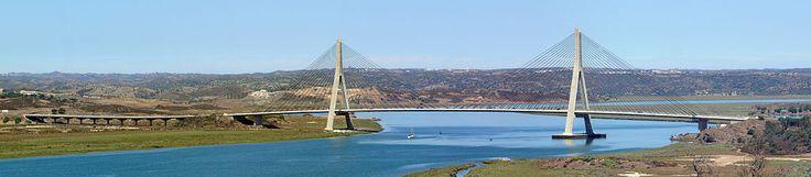 Puente de Ayamonte une las localidades de Castro Marim en el Distrito de Faro, Portugal y Ayamonte en la provincia de Huelva, España. Es uno de los puentes más largos de España y el tercer puente más largo de Portugal tras el Puente Vasco de Gama y el Puente 25 de Abril, ambos en Lisboa. El puente mide 666 metros entre estribos y está dividido en cinco vanos. El vano central, el mayor de todos, tiene una luz de 324 metros y los vanos secundarios de compensación de 135 metros