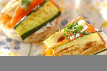 ズッキーニとサーモンのケイパークリームチーズサンド♪
