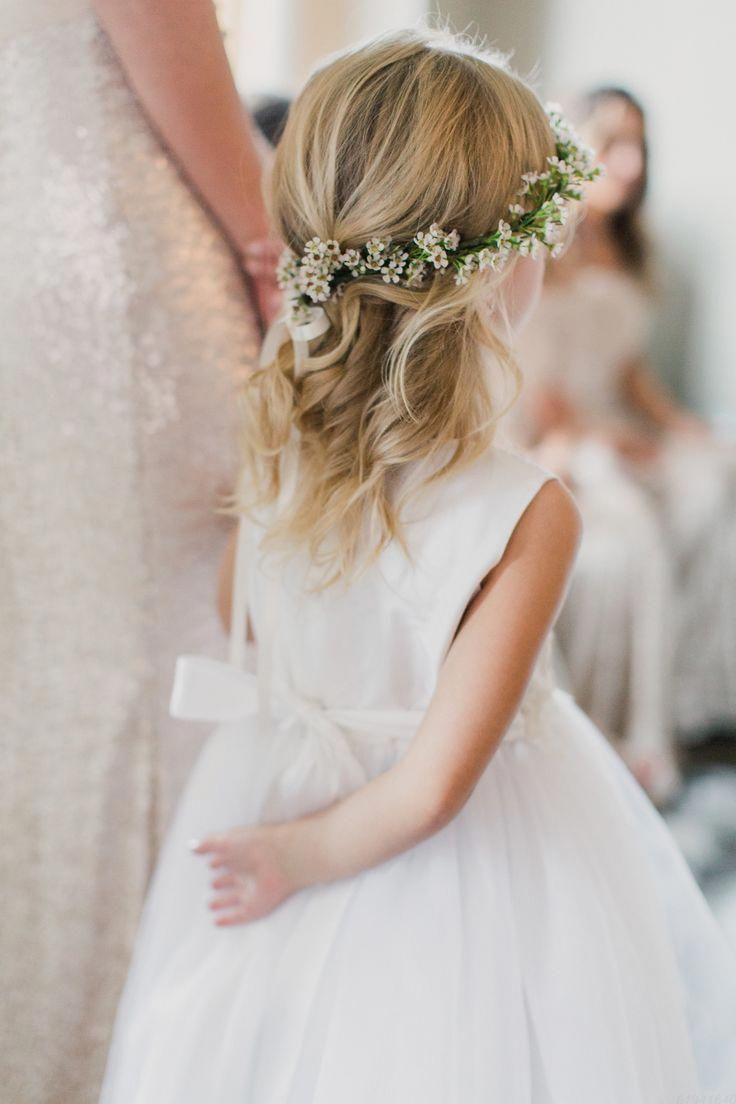 Susse Frisuren Fur Kinder Zwei Kleine Madchen Frisuren Kurzhaarige Frauen Blumenkranz Ha Flower Girl Hairstyles Fall Wedding Hairstyles Crown Hairstyles