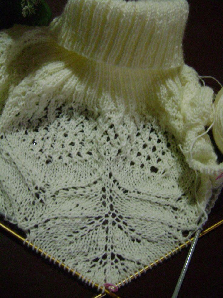 Hola mis amigas!! pues se acuerdan de este poncho que me costó 2 destejidas...? con la llegada del otoño a esta parte del planeta se ha...
