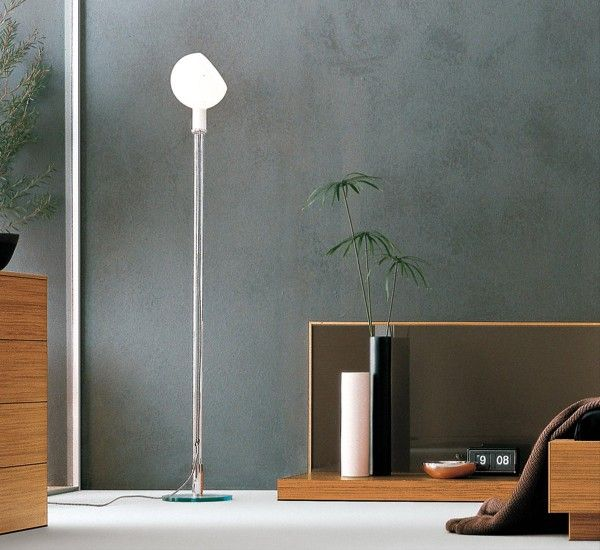 Parolona is a floor lamp by Gae Aulenti and Piero Castiglioni. Lightness in its purest form.