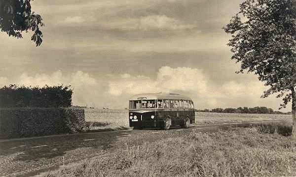 Ford Transit nr. 58 met carrosserie van Verheul-Aviolanda met de moter achterin. Deze bus had 28 zitplaatsen.