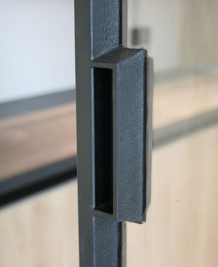 68 beste afbeeldingen over stalen deuren en ramen door feral group op pinterest modellen - Badkamer scheiding ...