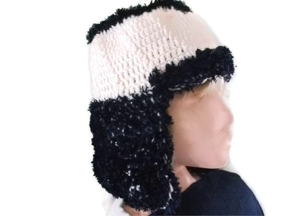 Stunning Chunky Hat in Cream & Navy. £14.00