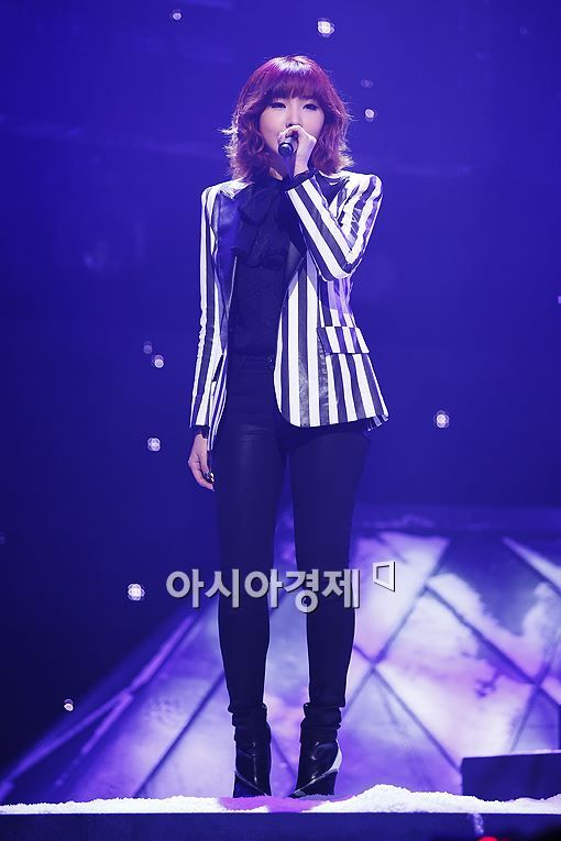 #2ne1 #minzy Come visit kpopcity.net for the largest discount fashion store in the world!!