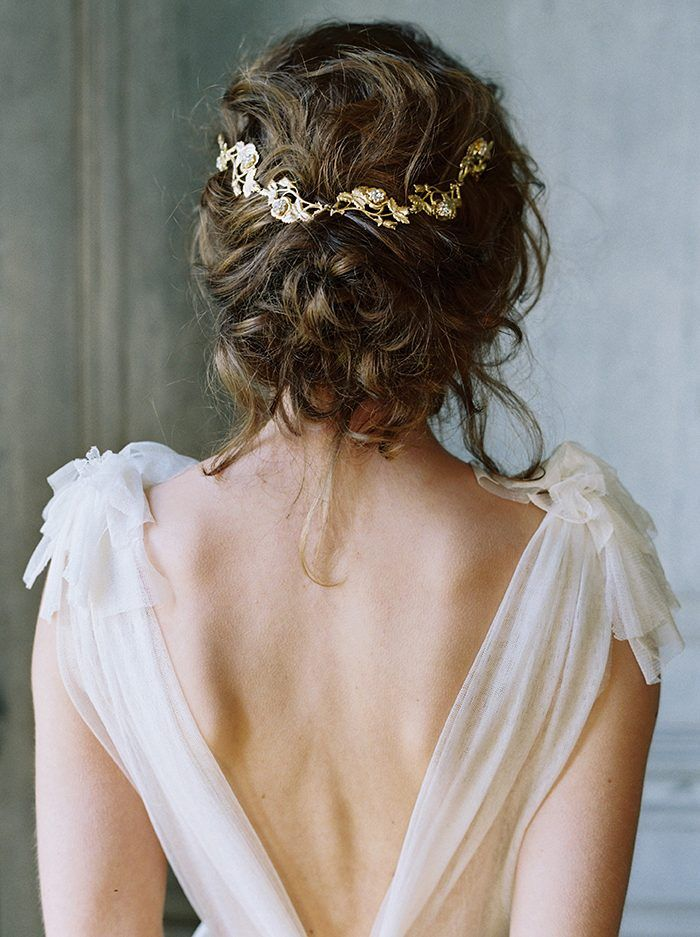 This Rose Garden Comb from Enchanted Atelier by Liv Hart could be yours if you enter now in Junebug Weddings x Liv Hart's bridal accessories giveaway! | Image by Laura Gordon #bridalheadpiece #bridaljewelry #weddingjewelry #weddingaccessory #bridalaccessory #bridalaccessories #weddingaccessories #bridalfashion #bridalstyle #bridalinspiration #jewelry #giveaway #bride #wedding #bridalhairpin #bridalhair #bridalcomb #weddingcomb #haircomb