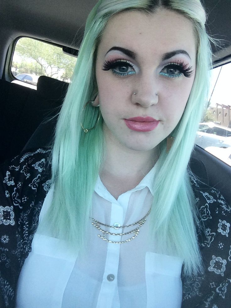 Pastel green/mint hair, dark/black eyebrows