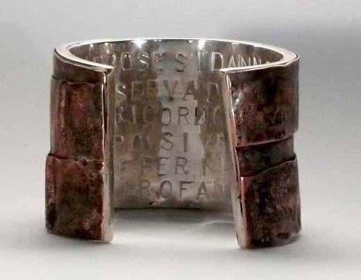 """Flavia Fenaroli :  sculptures du corps - """"Les Assistants"""" (bracelet, Cuivre et argent, haut. 7 cm)"""
