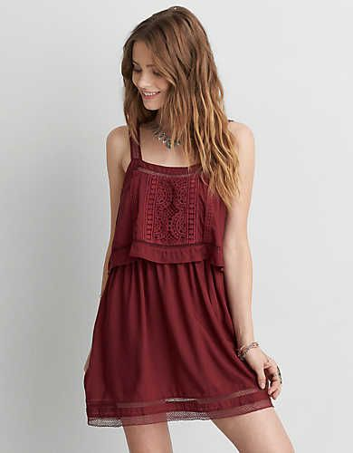 For the free spirit, a touch of lace. This easy dress goes with the flow.