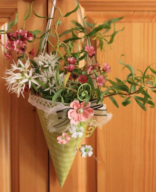 IlonaK2. Paper cone decor. Tussie mussie. Fler BLOG | Výtvarné zážitky / Papírový kornout - hlasovací blog