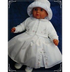 #Sukienka do #chrztu ze sweterkiem, ozdobiona subtelnym haftem z cekinami. Całość wykonana jest z delikatnych materiałów doskonałych dla Twojego dziecka.