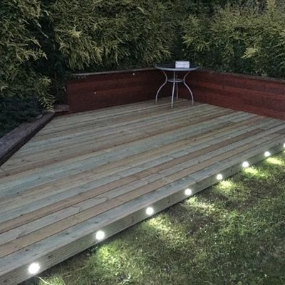 Evergreen Garden Services provide free quotations for decking, artificial grass, fencing, paving and gardening services in Stoke-on-Trent, Staffordshire.