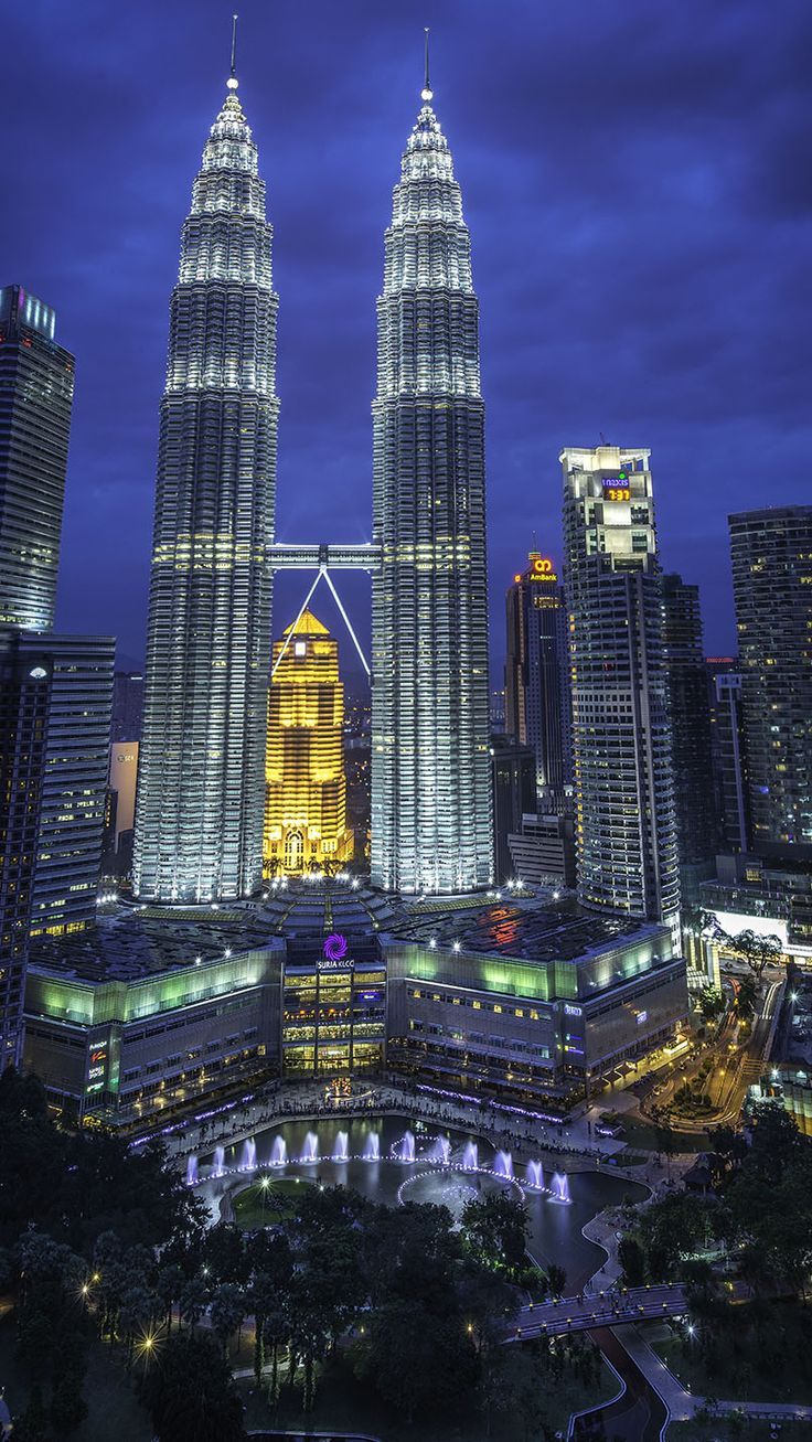 The Stunning Evening View Of Malaysia Petronas Twin Tower With Musical Fountain Landscape Photography Landscape Art Photography