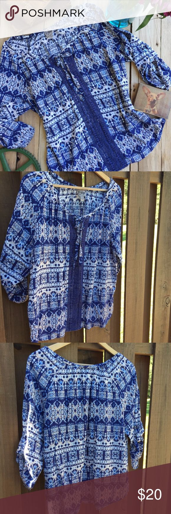 Como Vintage Boho Aztec Top XL Como Vintage Boho Aztec Top. Pretty color combo of blue, white, and cream. Lightweight fabric and a nice flowy fit. This top is in excellent preowned condition.  Size XL. Como Vintage Tops