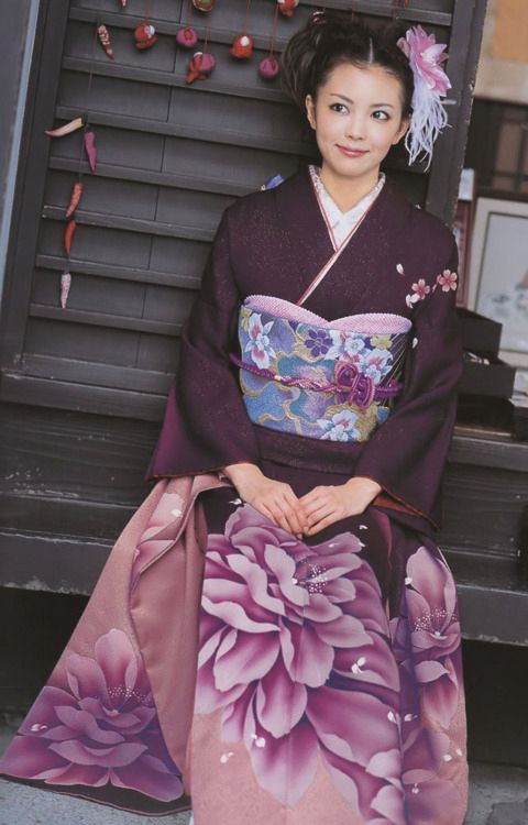 Modeling a contemporary kimono and obi. Japan.