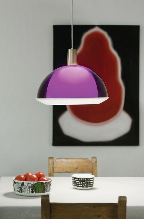 Yki Nummen suunnittelema Kuplat-riippuvalaisin raikkaan violettina.  http://www.valotorni.fi/product/5164/kuplat-kattovalaisin-violetti-400