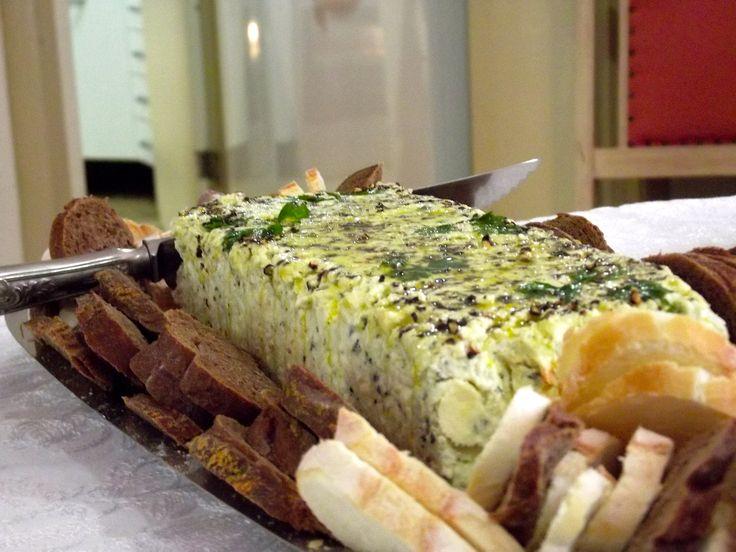 Confira receitas do Piquenique Noturno com os Chefs | ZH Moinhos - Terrine de Gorgonzola e peras/pãozinho bola recheado com calabreza e queijo/torta de gorgonzola com cogumelos