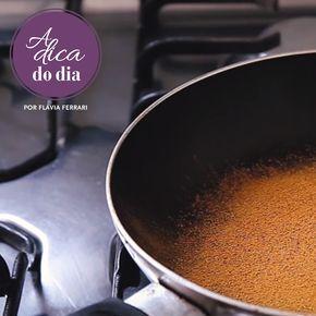 use canela em pó para tirar cheiro de fritura; COMO TIRAR CHEIRO DE FRITURA (DA COZINHA): Flávia Ferrari mostra como tirar cheiro de fritura da cozinha usando a canela em pó. E também mostra como saber que o óleo está pronto para realizar a fritura, usando uma colher de pau. Para mais dicas, clique na #aDicadoDia