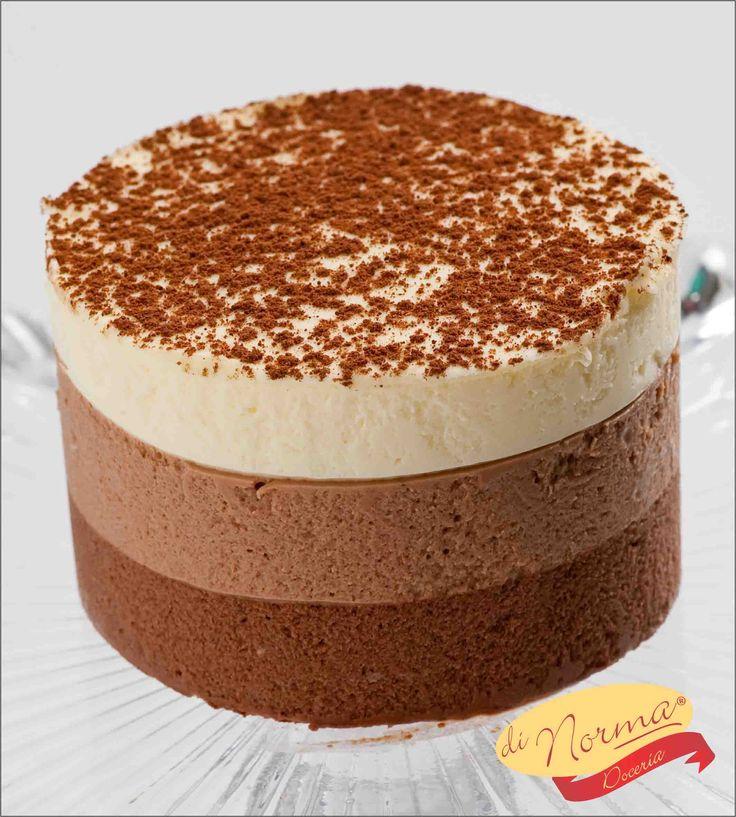Mini Tricolor: Combinação irresistível de 3 suaves mousses: chocolate ao leite, meio amargo e branco. #Dinorma
