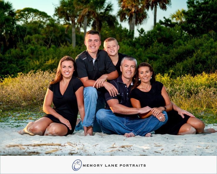 Family of 5 beach portrait by memory lane portraits hhi