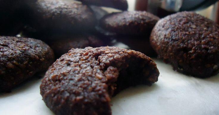 Disse småkakene er lettlagde, myke og gode. Om du vil smakssette dem med noe mer enn bare kakao kan jeg anbefale litt appelsinskall, litt ha...