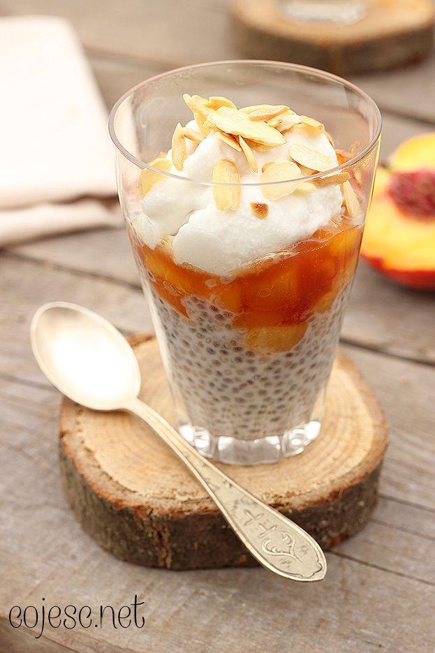 Kokosowy pudding chia z duszonymi brzoskwiniami | Zdrowe Przepisy Pauliny Styś