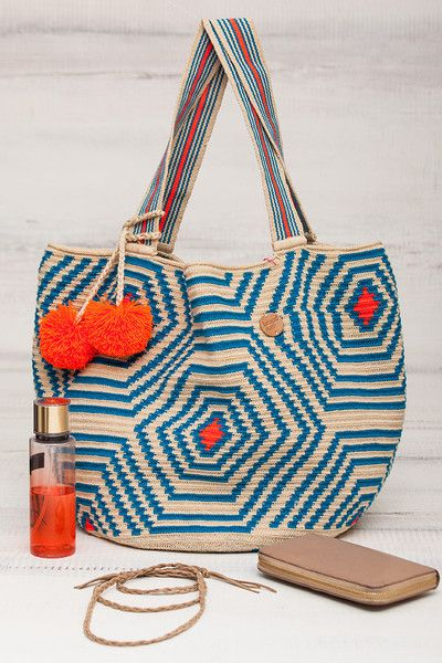 This beautiful & original brandnative Tote Bag is made by the Wayuu indigenous women of Guajira Colombia, it has taken up to 6 weeks to make, and is 100% handmade.