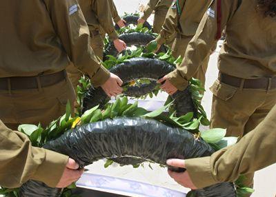Israel recuerda a los soldados caídos y las víctimas del terrorismo con canciones y sirenas