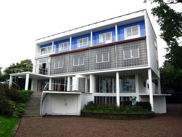 Korsmo blue - the shadow in the blue is actually painted on. Nordic functionalism, a brand of the International Style from the 1920ies and onwards.