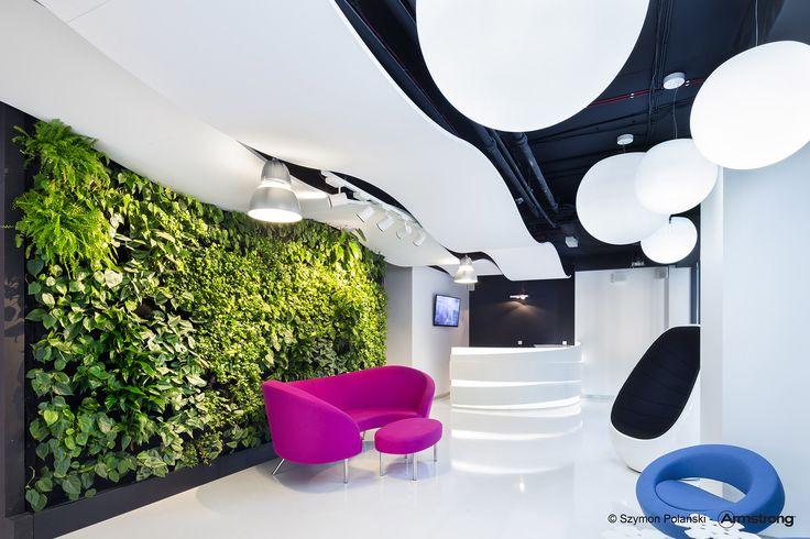 Recepcja w siedzibie firmy Martela, Polska  Armstrong, sufity podwieszane, ceiling, sufit akustyczny, acoustic, Optima Curved Canopy