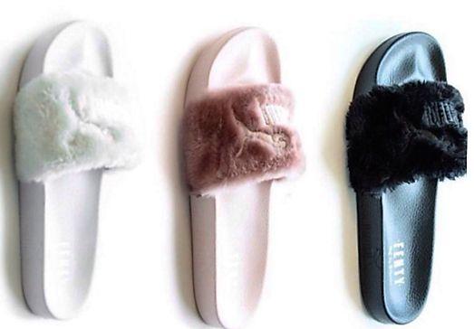 Os slides, chinelos de uma só tira que marcaram época nos anos 80 e 90, estão de volta à moda, em novas versões, das mais esportivas às mais delicadas.