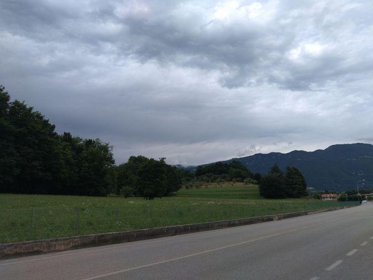 strada, nuvola - il cielo, la via da seguire, cielo, albero