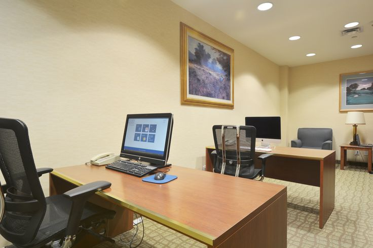 At Four Points Toronto Airport, we make it easy for you to bring your work with you so that you can enjoy more later.