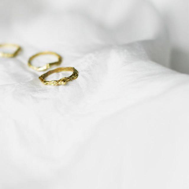 Pierścienie 💗made z miłością 💖 #inspired by #nature #new #newiscoming #rings # art # work #madeforyou #mywork # ręcznie robione # handmadejewelry #jewelry # projekt # projektant #polishart #polishbrand # brand # silver #silverjewelry #gold # stone # goldjewelry #ruby #gemstonejewelry # mix # mixandmatch #fun # możliwości # annasamkow #samkow