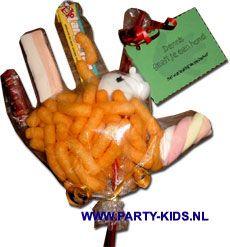 traktaties - Handje voor afscheid gezondere vulling=popcorn