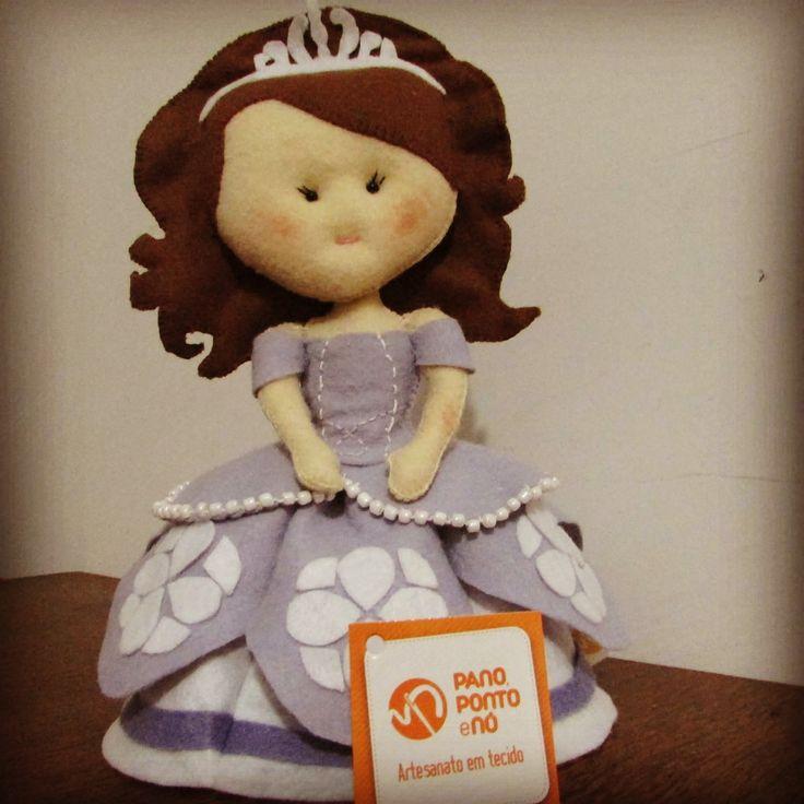 Princesa Sofia em feltro. Feito a mão #princesasofia #princesinhasofia #bonecaprincesasofia #princesadisney