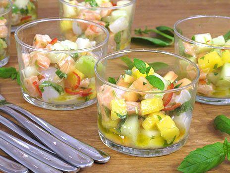 Ceviche med färsk frukt, lax, lime och pilgrimsmusslor. Lyxigt och fräscht.