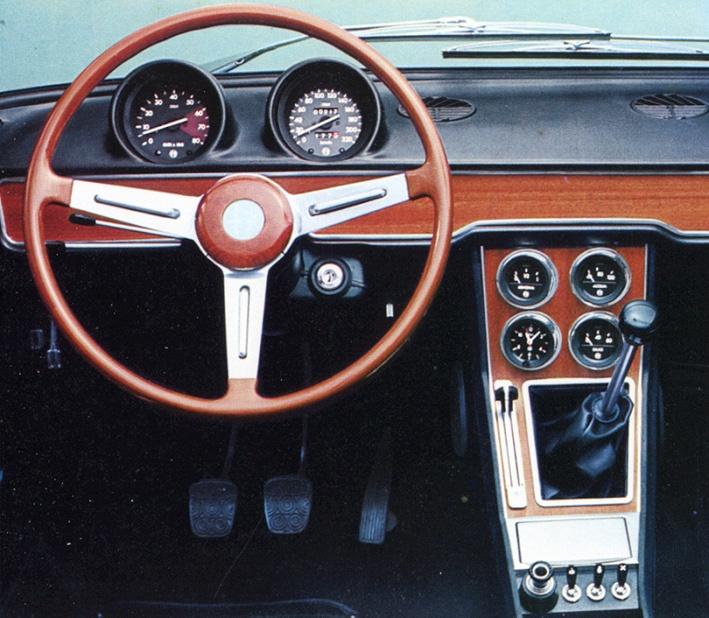1750 Berlina Cockpit