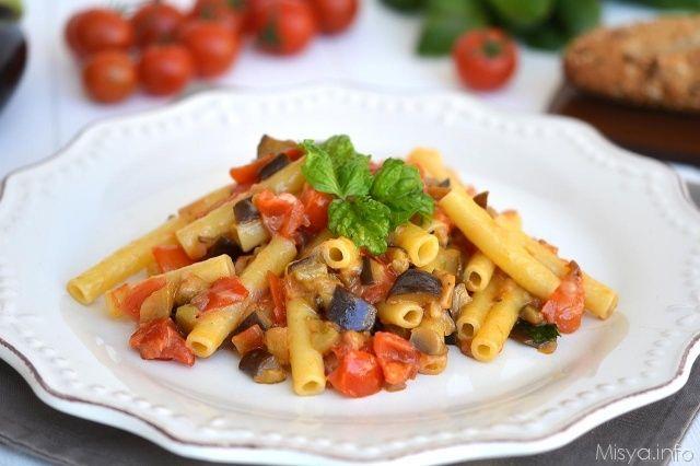 Pasta con le melanzane, scopri la ricetta: http://www.misya.info/ricetta/pasta-con-le-melanzane.htm