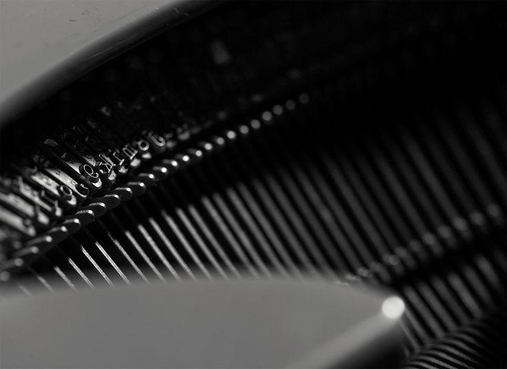 An homage to the typewriter :: http://l.ctx.ly/r/xrim :: #PersolTypewriter