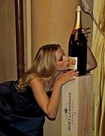 Hollywood Star Scarlett Johansson brand ambassador for #Moët&Chandon