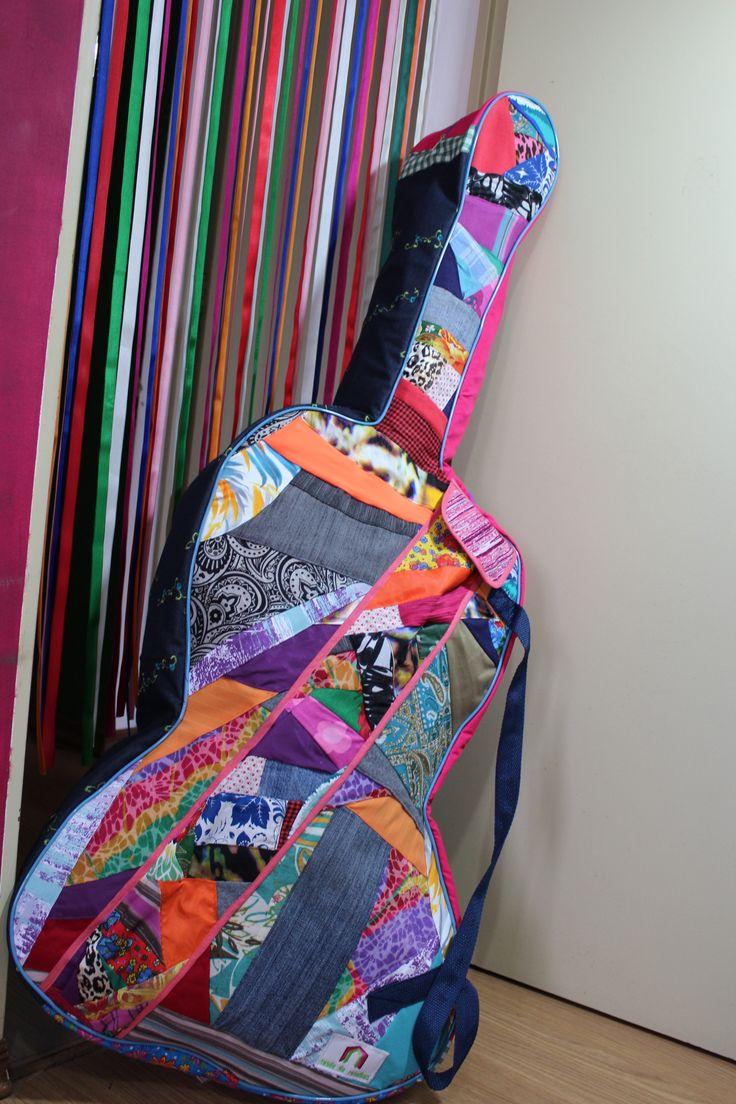#AlfaiatariaMusical! Costura criativa: reutilizando retalhos de tecidos para fazer uma capa modelada para um violoncelo 4/4. #reciclagemcriativa #reciclagem #upcycling #sustentabilidade #consumoconsciente #costuracriativa #artcraft #artesanato #craft #madeinbrazil #elo7 #etsy #etsysellers #etsyhunter #etsyhunter200k #cello #cello #musica #music