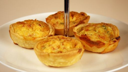 Cheesy Egg and Bacon TartletsFood Recipies, Fingers Food, Yummy Food, Hands On Food, Finger Foods, Parties Food