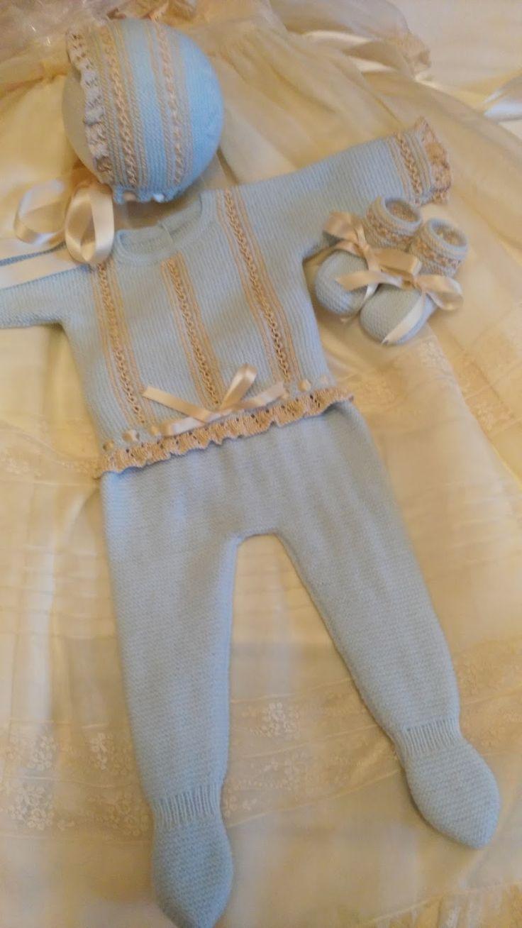 Dos conjuntos MARIELA,en colores distintos ,uno para niña en lana rosa e hilo camel y otro para niño en lana celeste e hilo beig.Uno con pan...